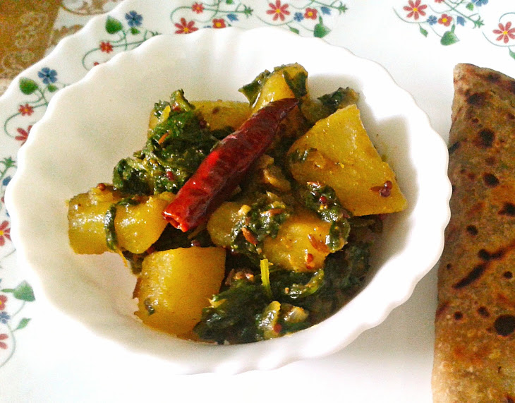 Saag Aloo Recipe - Spicy and Dry Indian Curry of Potatoes and Spinach