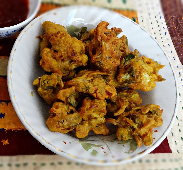 Cauliflower pakoras recipe - Crispy deep fried cauliflower snack