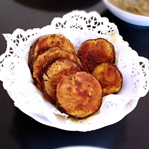 crispy fried eggplant - baingan bhaja recipe